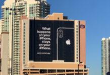 CES 2019, Apple non c'è ma un cartellone pubblicitario accoglie i visitatori