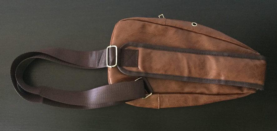 Recensione borsa monospalla in simil-pelle con presa USB