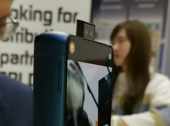 Lo smartphone più grosso (e più brutto) visto al MWC 2019