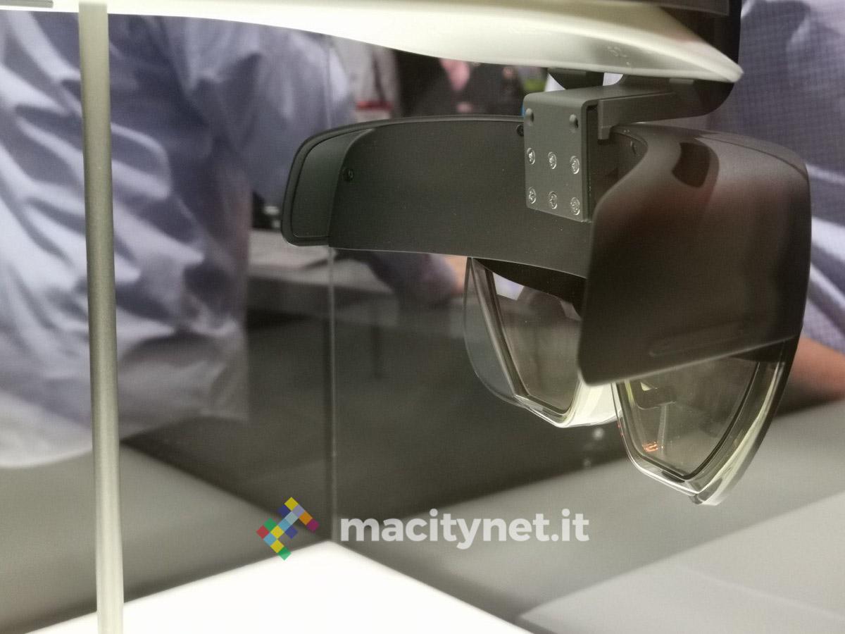 Microsoft ha presentato l'HoloLens 2, nuovo visore di Realtà Mista per le aziende