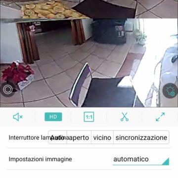 In prova la lampada WiFi con camera di sicurezza panoramica