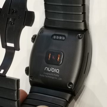 Al MWC 2019 Nubia presenta il bracciale smartphone flessibile