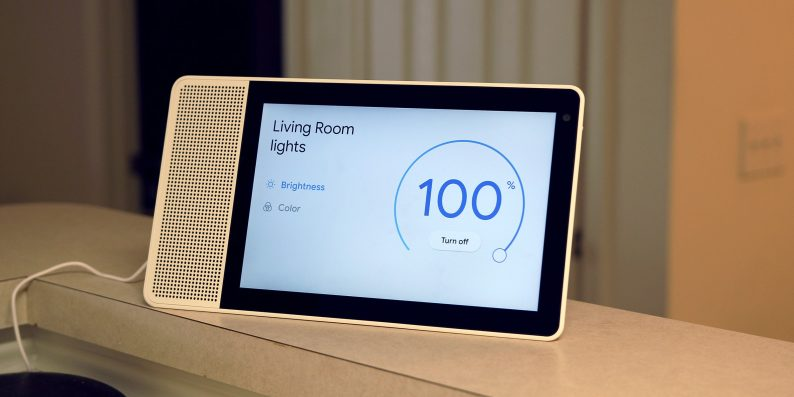 Google Home, con la nuova versione controlli luci colorate e supporto Smart Clock