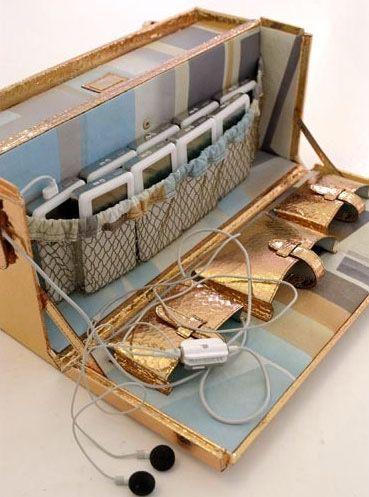 Tra gli oggetti ideati da Lagerfeld, una custodia di Fendi per il trasporto degli iPod, per avere sempre a portata di mano almeno una dozzina di riproduttori musicali.