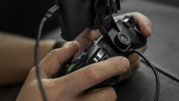 Da Rotor Riot il controller perfetto per giocare a Fortnite con lo smartphone