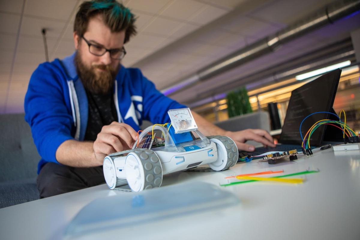 Sphero RVR, il robot programmabile che fa tutto e va ovunque
