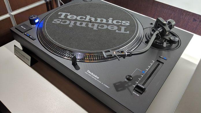 Technics SL-1200MK7, il giradischi per DJ con riproduzione invertita