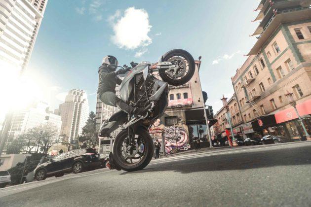 Zero Motorcycles SR/F, una moto elettrica con tanto di sistema operativo
