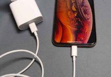 iPhone con alimentatore USB-C