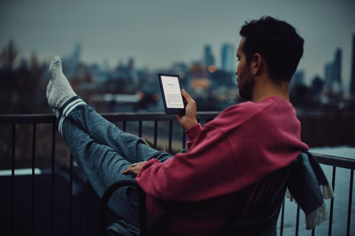 Nuovo Kindle, Amazon porta la luce nell'e-reader a solo 79 euro