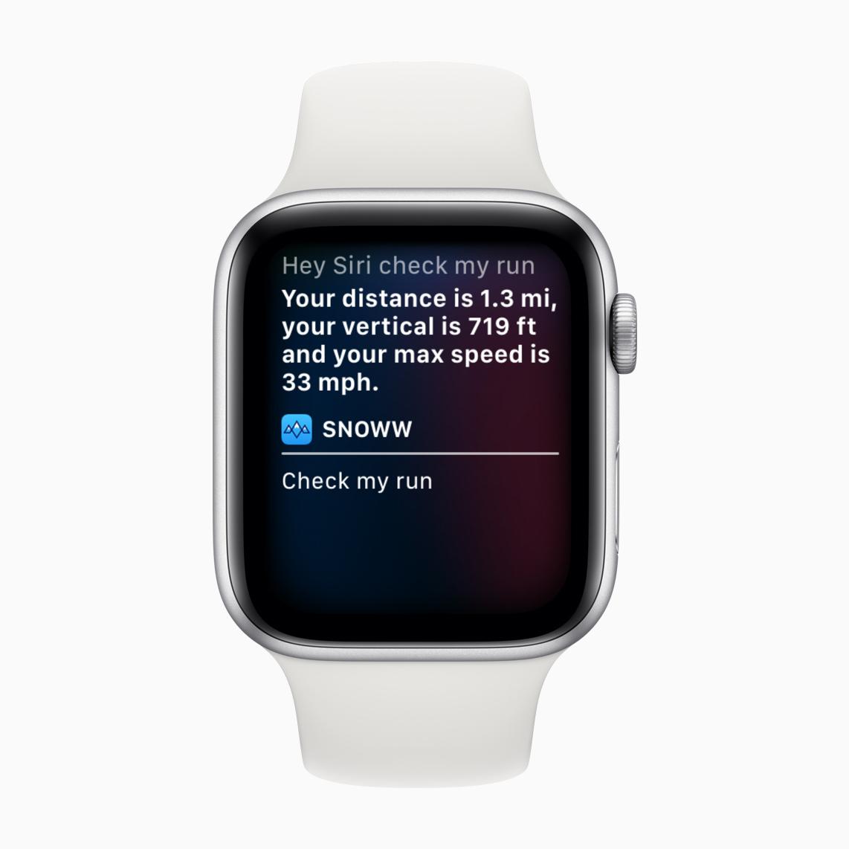 """L'app Snoww integra i comandi rapidi di Siri: gli sciatori possono iniziare una sessione semplicemente dicendo: """"Ehi Siri, sciamo!""""."""