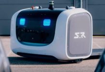 L'autista robot parcheggia le auto nell'aeroporto di Lione