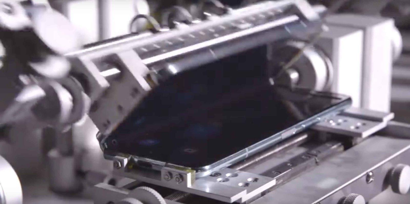 Samsung Galaxy Fold piegato in fabbrica