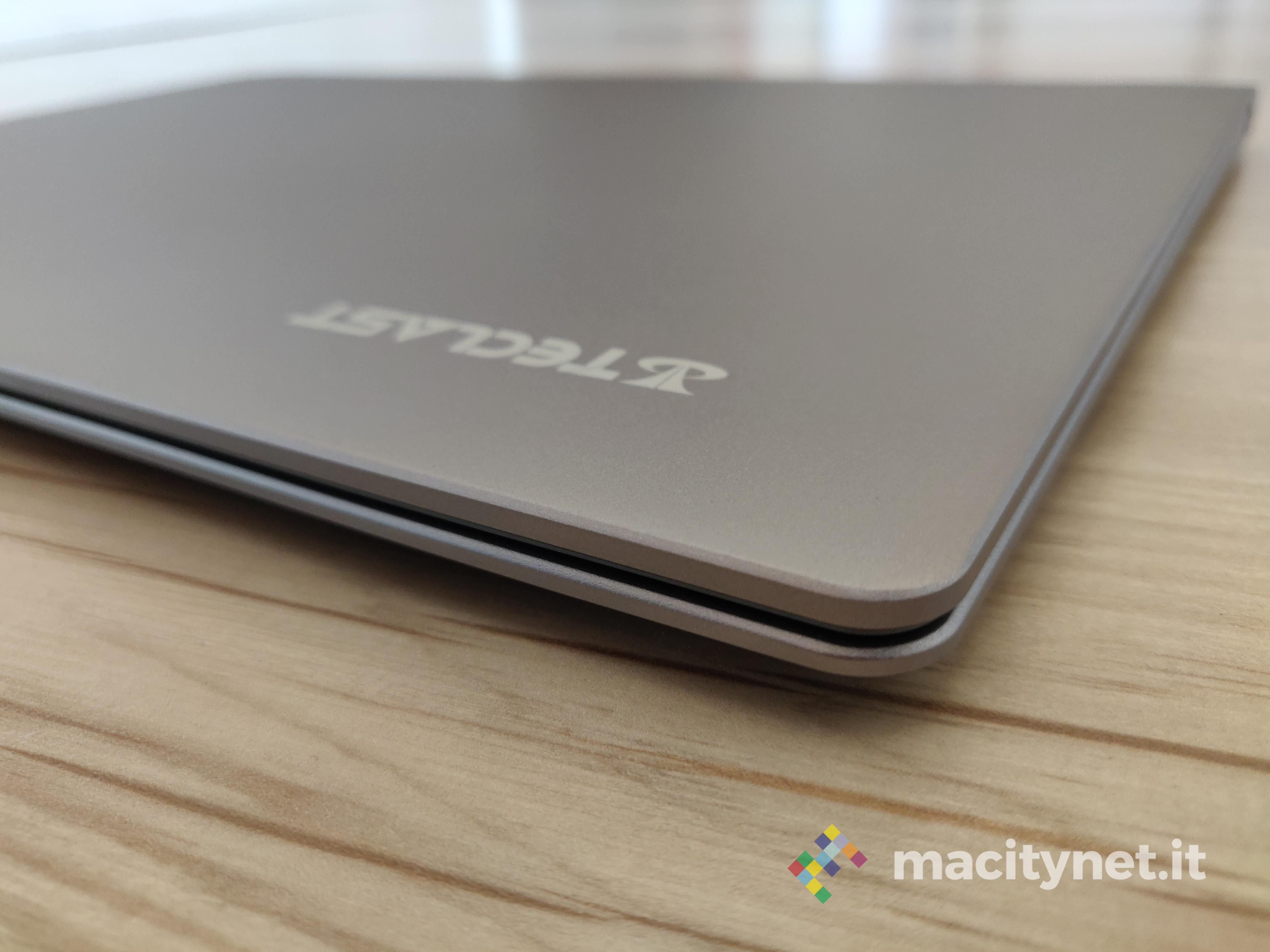 Recensione Teclast F15, l'ultrabook con un tackpad chilometrico