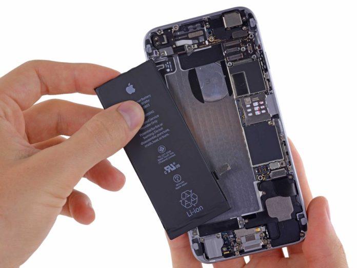 Rivoluzione Apple: gli iPhone con batteria non originale mantengono la garanzia