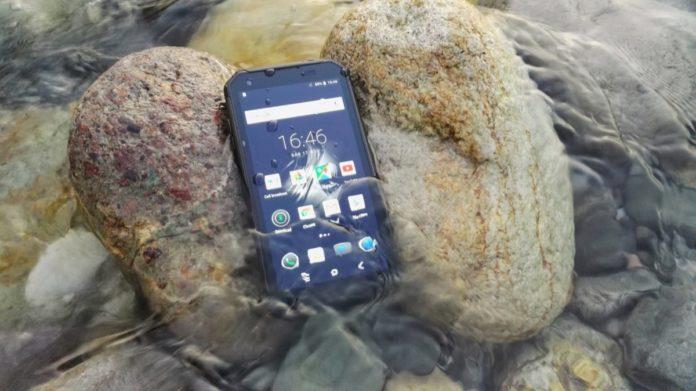 «Gli smartphone sono troppo fragili» così le aziende puntano sui rugged