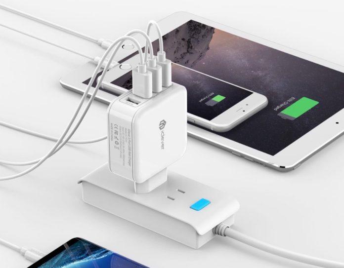 Caricatore iClever con 4 USB e spina verticale italiana in sconto a 10,99 euro