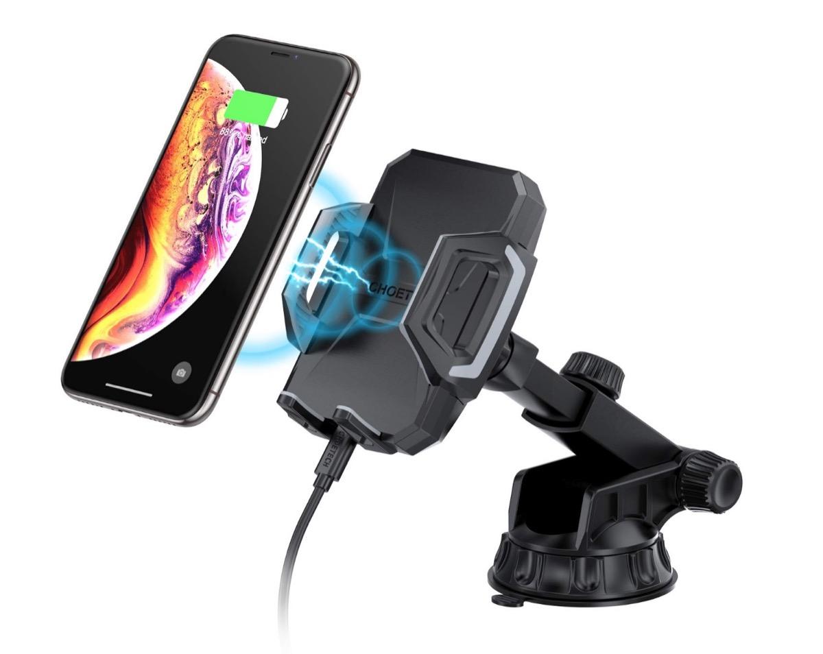 Supporto smartphone in auto con ricarica wireless in offerta a 20,79 euro