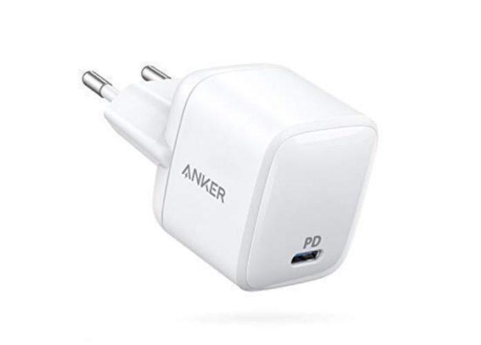 Il caricatore USB-C che avrebbe dovuto fare Apple è scontato a soli 29,99 euro