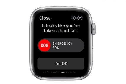 A 80 anni cade nel suo appartamento, Apple Watch 4 chiama da solo i soccorsi