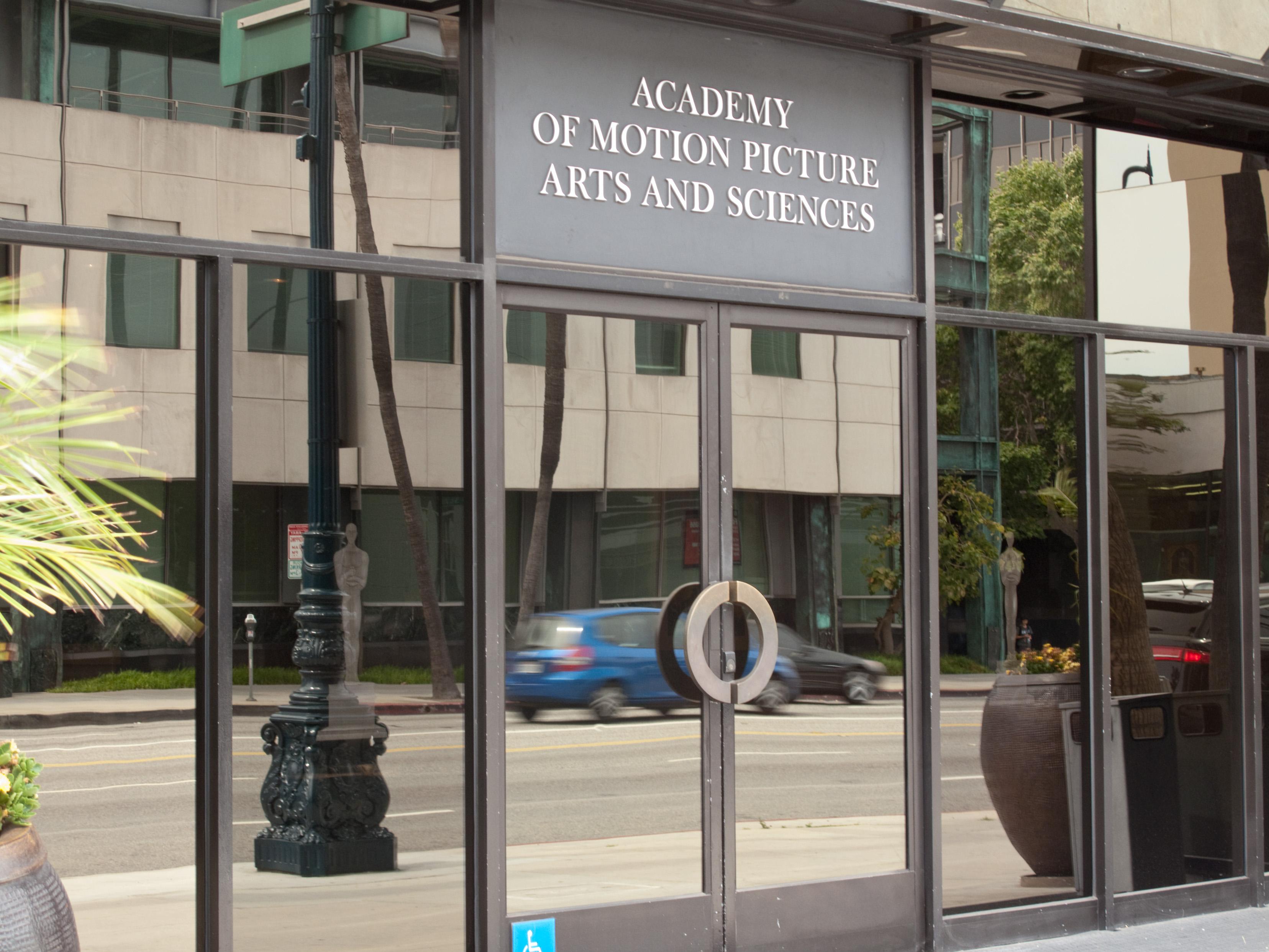 Il dipartimento di giustizia teme i servizi come Apple TV+ e mette in guarda gli Oscar