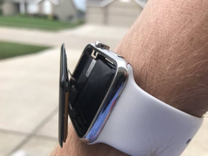 Apple citata in giudizio per il gonfiore alle batterie di Apple Watch