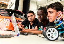 Jaguar Land Rover mira a formare programmatori teenager per i veicoli autonomi di domani