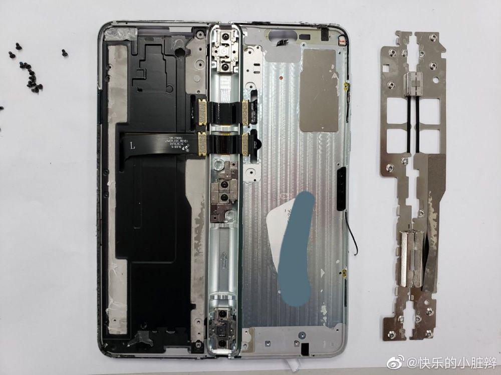 Display smartphone pieghevole si rompe — Samsung nei guai