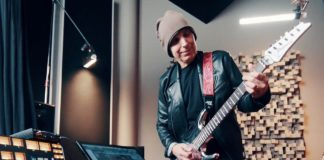 Joe Satriani usa l'interfaccia audio AXE I/O dell'italiana IK Multimedia