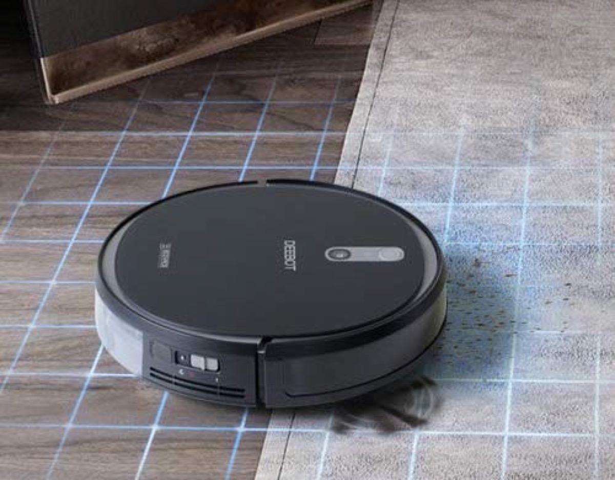 Ecovacs Deebot 715, il robot che spazza e lava il pavimento
