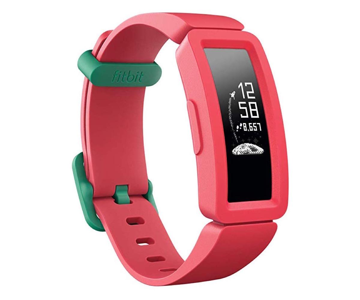 Fitbit Ace 2, il bracciale fitness per bambini ora è a prova di nuoto