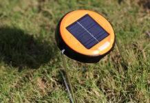 Lampada per scrivania e campeggio con ricarica solare in offerta a 7,14 euro