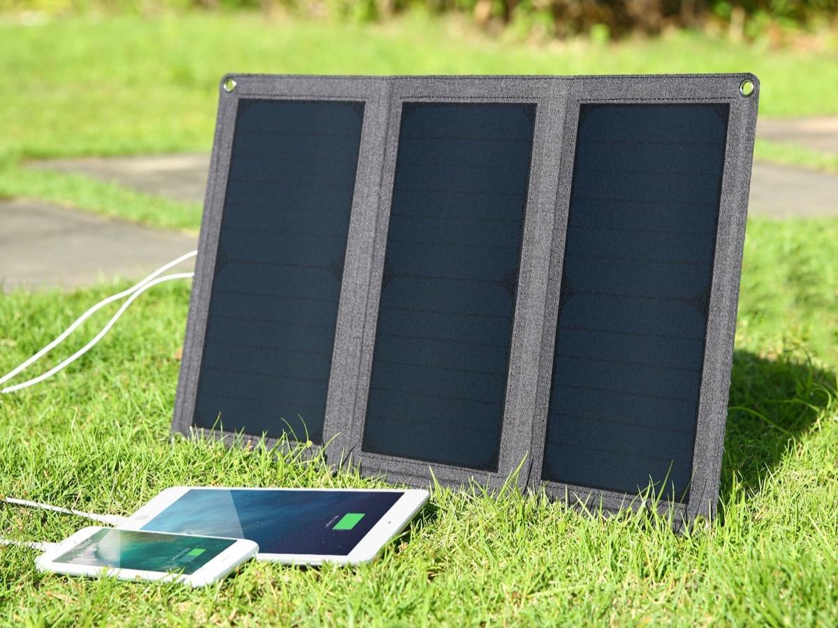 Pannello solare da 21W con due uscite USB in sconto a 38,99 euro spedito
