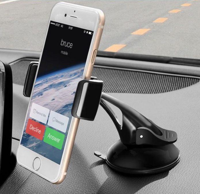 Supporto universale per fissare lo smartphone in auto a metà prezzo: solo 6,19 euro