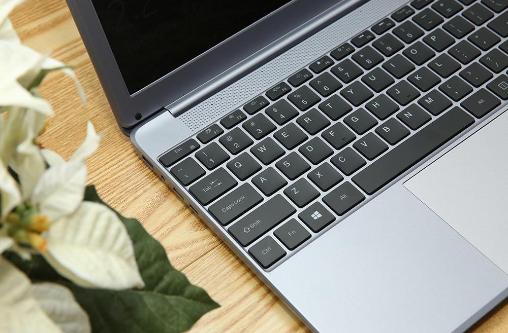 AIWO I8 Plus da 15,6 pollici, l'ultrabook con 8 GB di RAM e processore