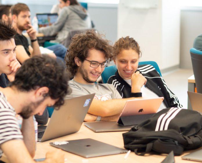 Apple Developer Academy di Napoli apre il bando di selezione per futuri sviluppatori