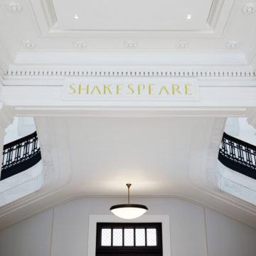 Apple ha collaborato con esperti di conservazione per riportare gli spazi interni alle loro proporzioni originali e ripristinare i dettagli distintivi dell'inizio del XX secolo.
