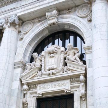 La facciata e le sculture in marmo del Vermont sul lato sud dell'edificio sono state completamente ristrutturate.