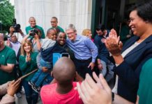 Tim Cook ha inaugurato il nuovo store Apple presso la Carnegie Library di Washington