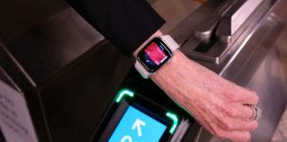 Da venerdì la metrò a New York si paga con Apple Pay