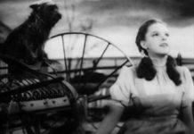 """Judy Garland canta nel film """"Il mago di Oz"""" - FOto Wikipedia"""