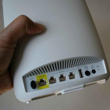 Vista posteriore router Orbi RBR50