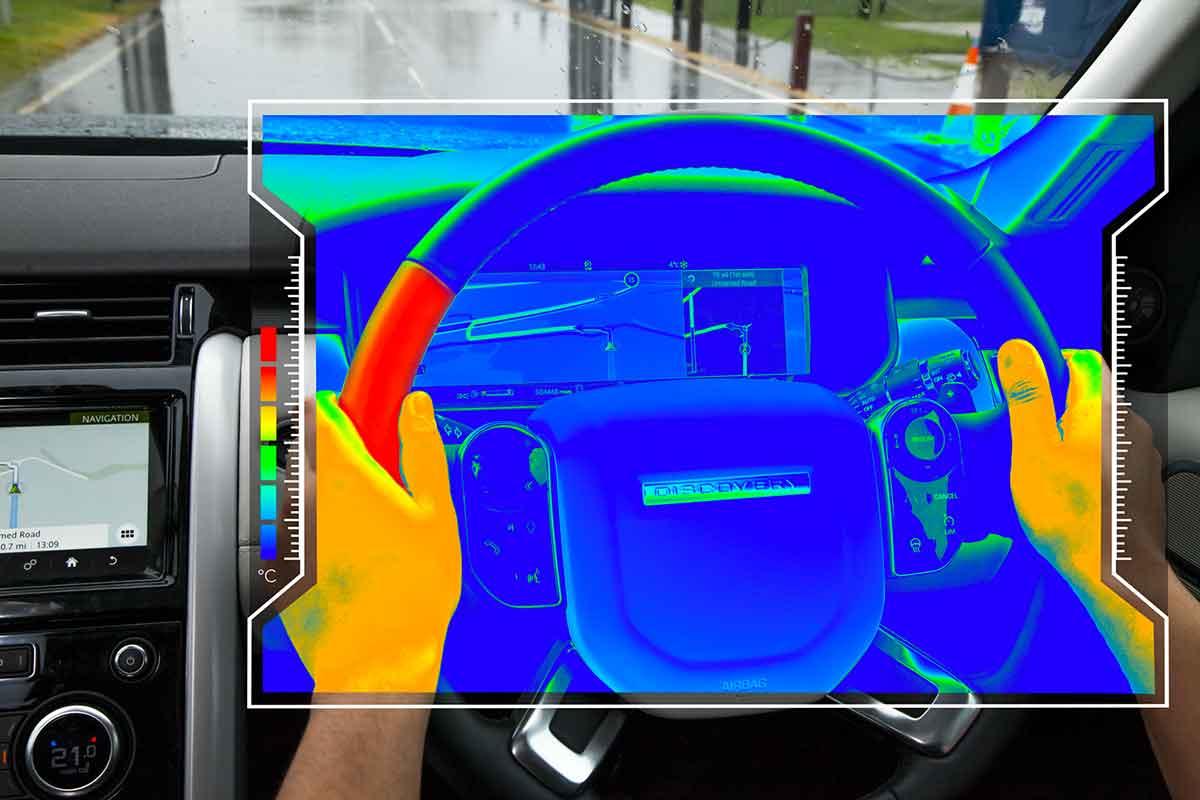 Land Rover studia il volante aptico per aiutare a concentrarsi sulla strada