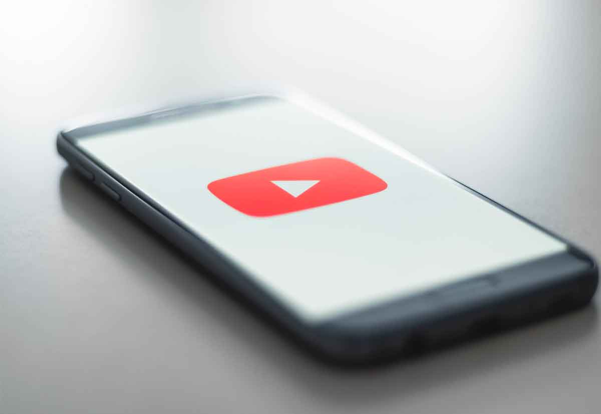 Youtuber italiano accusato di avere evaso imposte per oltre 1 milione di euro