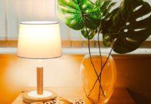 Lampade in legno per il comodino: due modelli in sconto a 26,99 euro