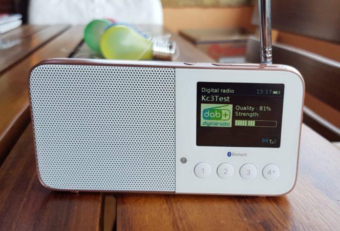 Radio digitale sugli smartphone, l'obbligo slitta al 2021