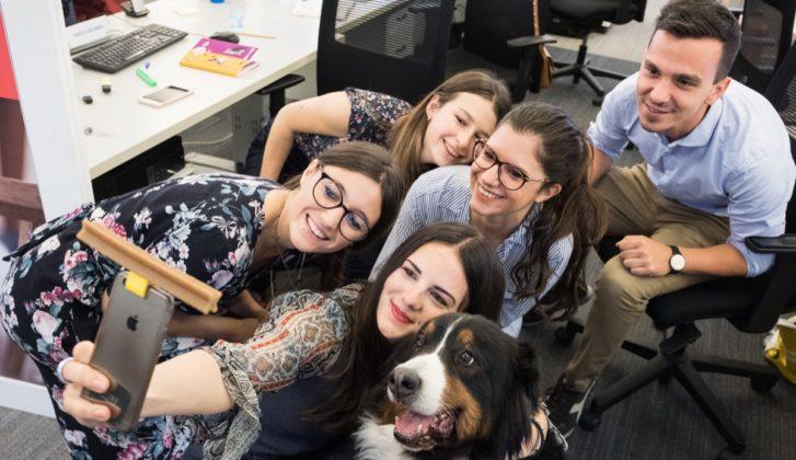 SelfieSTIX, l'accessorio per autoscatti perfetti col cane