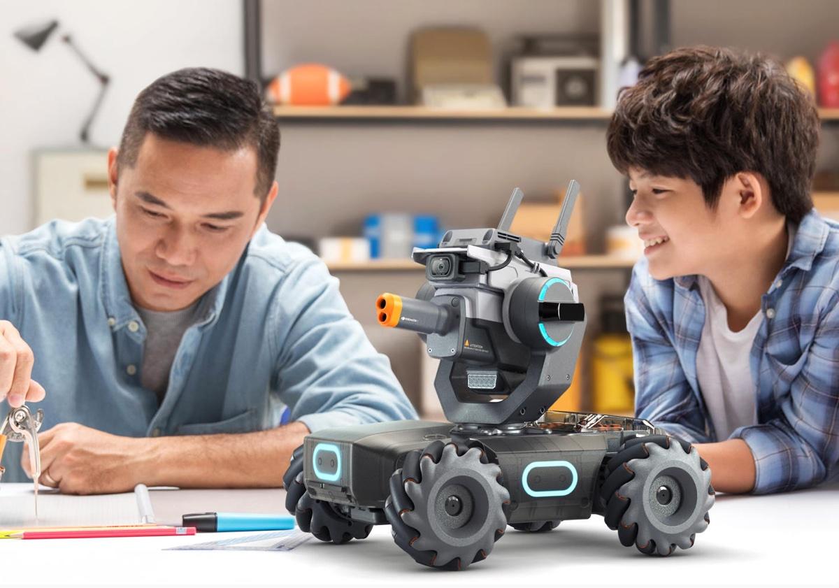 DJI RoboMaster S1, dopo i droni arriva il robot per giocare e programmare
