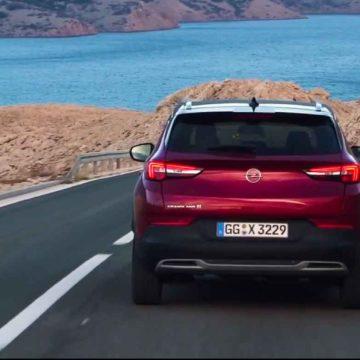 Grandland X Hybrid4 è la prima ibrida plug-in di Opel