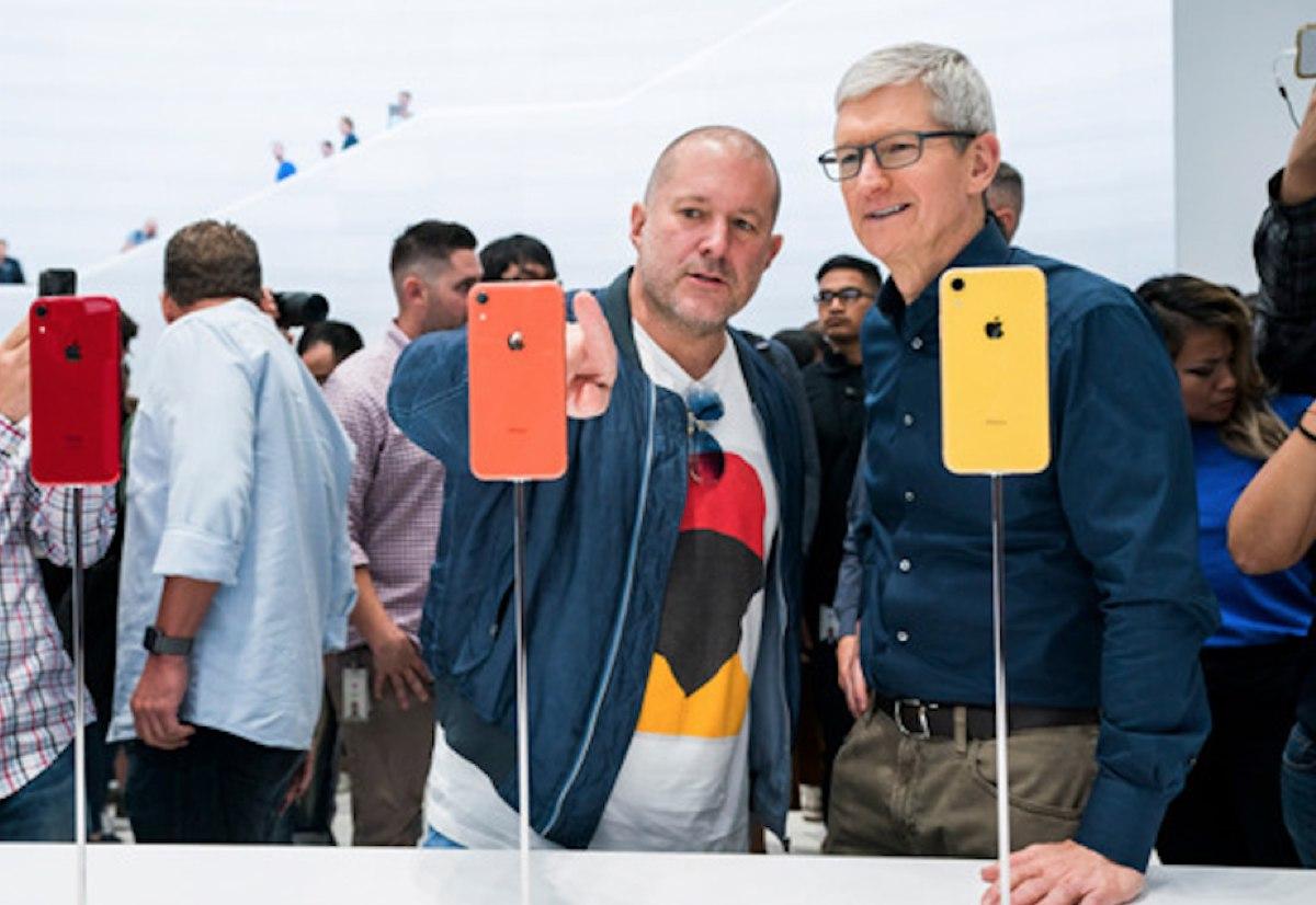 Tim Cook rende omaggio al contributo di Jony Ive ad Apple con una mail allo staff